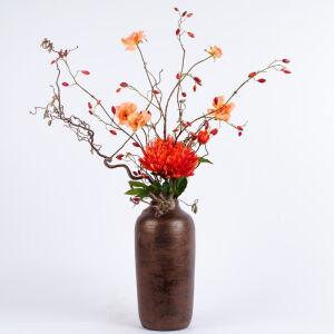 Zijden bloemstuk bronzen vaas groot