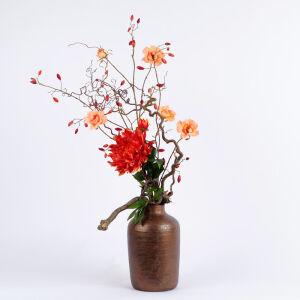 Zijden bloemstuk bronzen vaas middel
